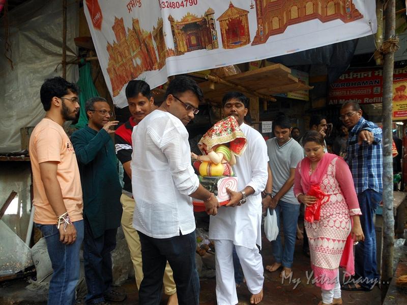 Ganesha being carried to home, Ganesh Chaturthi Festival, Mumbai