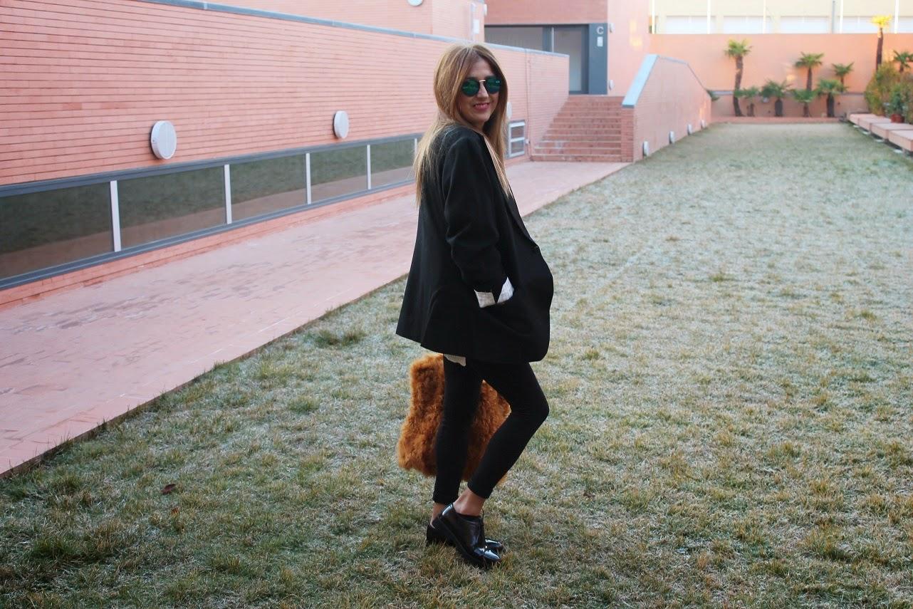 Furry Bag, Isadora Comillas, Jersey The Hip Te, Anillo, Ring Yanes, Glasses, Cool, Blog de Moda, Looks, Fashion Style, Trendy, Girl, Gift, Happy Birthday, Carmen Hummer