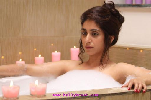 Neha Bhasin  Bath Tub Life Ki Toh Lag Gayi Movie Stills Wallpapers 11 -  Neha Basin Wallpapers in Life Ki Toh Lag Gayi 