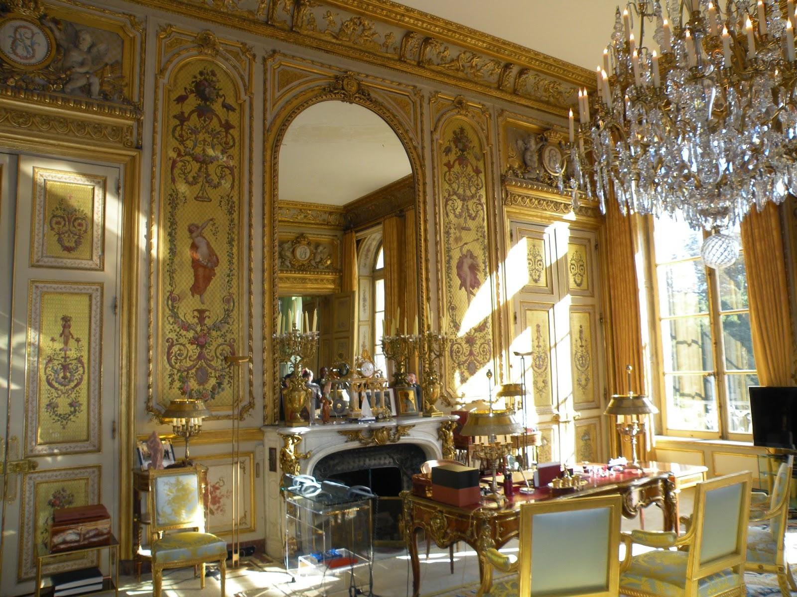 aranyozott luxus bútor