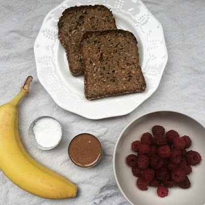 tartine banane framboises beurre d'amandes
