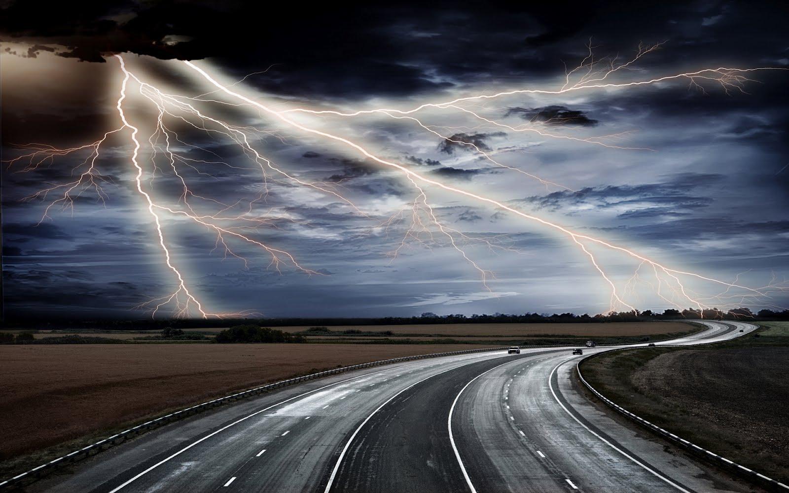 http://3.bp.blogspot.com/-ekspqRKQNmE/UEy2GhIC_gI/AAAAAAAAAUc/QUF2xLH51yA/s1600/lightning-bolt-hd-wallpaper.jpg
