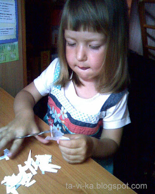 как научить ребенка резать ножницами