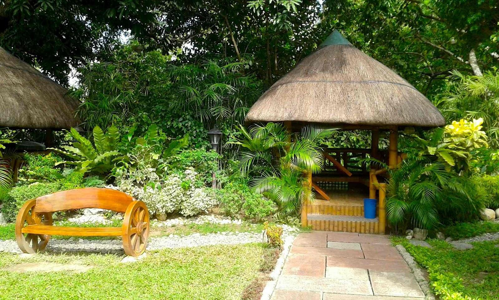 Arckdia hardin sa paraiso and mangga with bagoong garden for Small garden huts