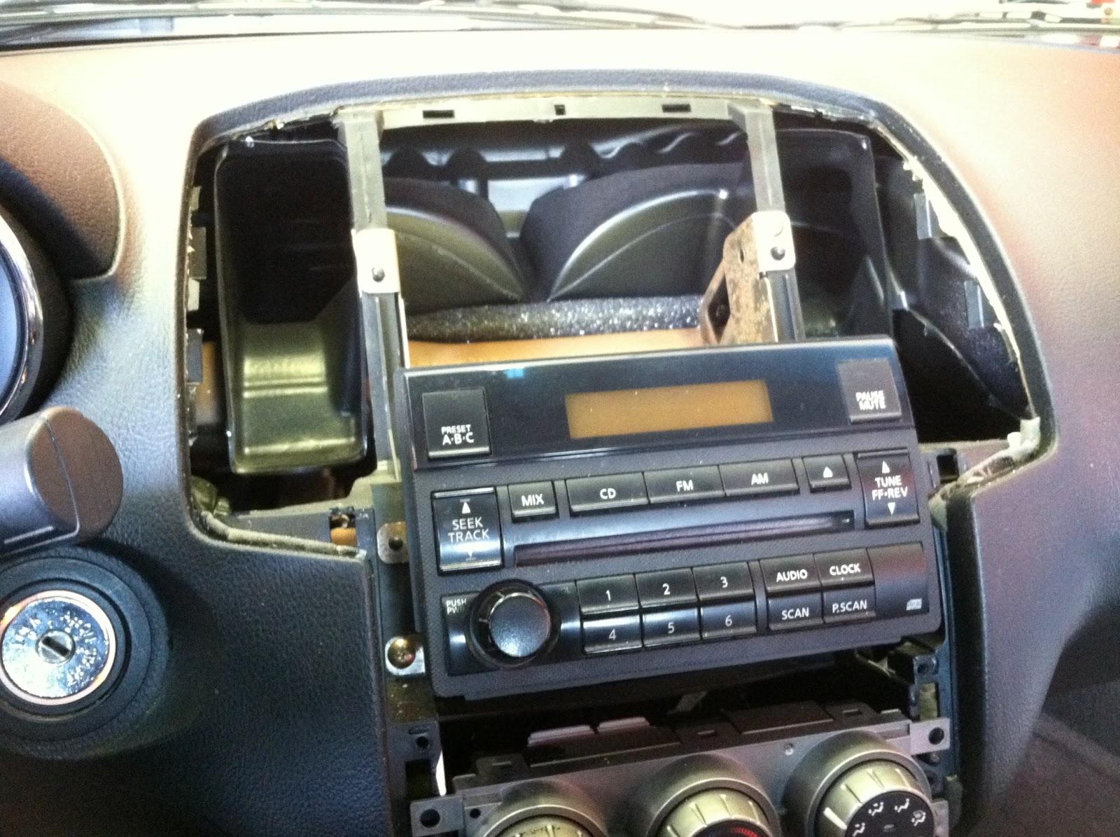Nissan Maxima: Radio