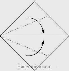 Bước 9: Gấp hai cạnh tờ giấy vào trong.