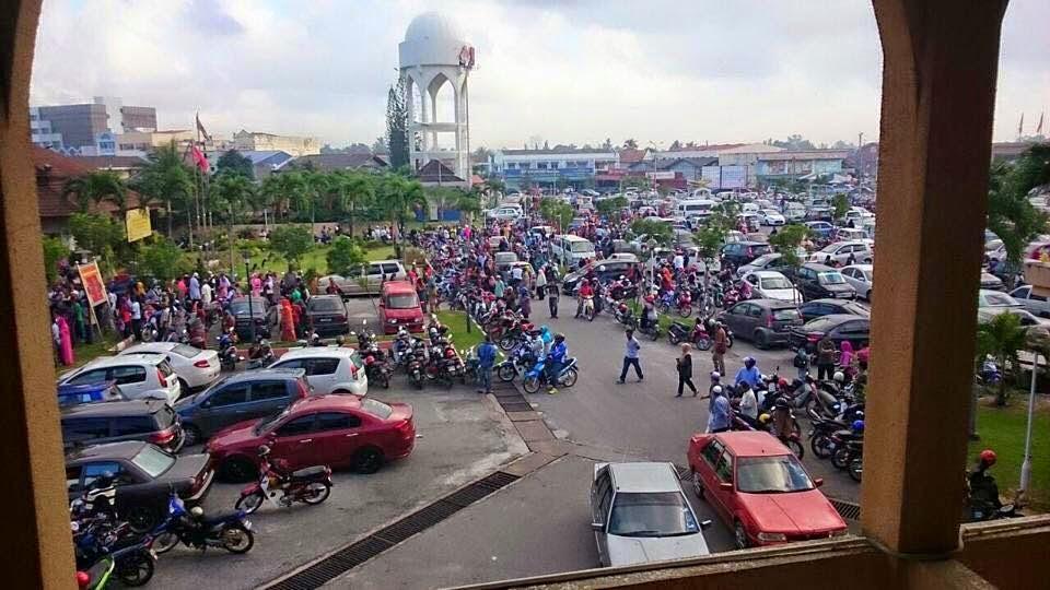 Diserbu Mangsa Banjir Majlis Agama Islam Kelantan Tutup Kaunter