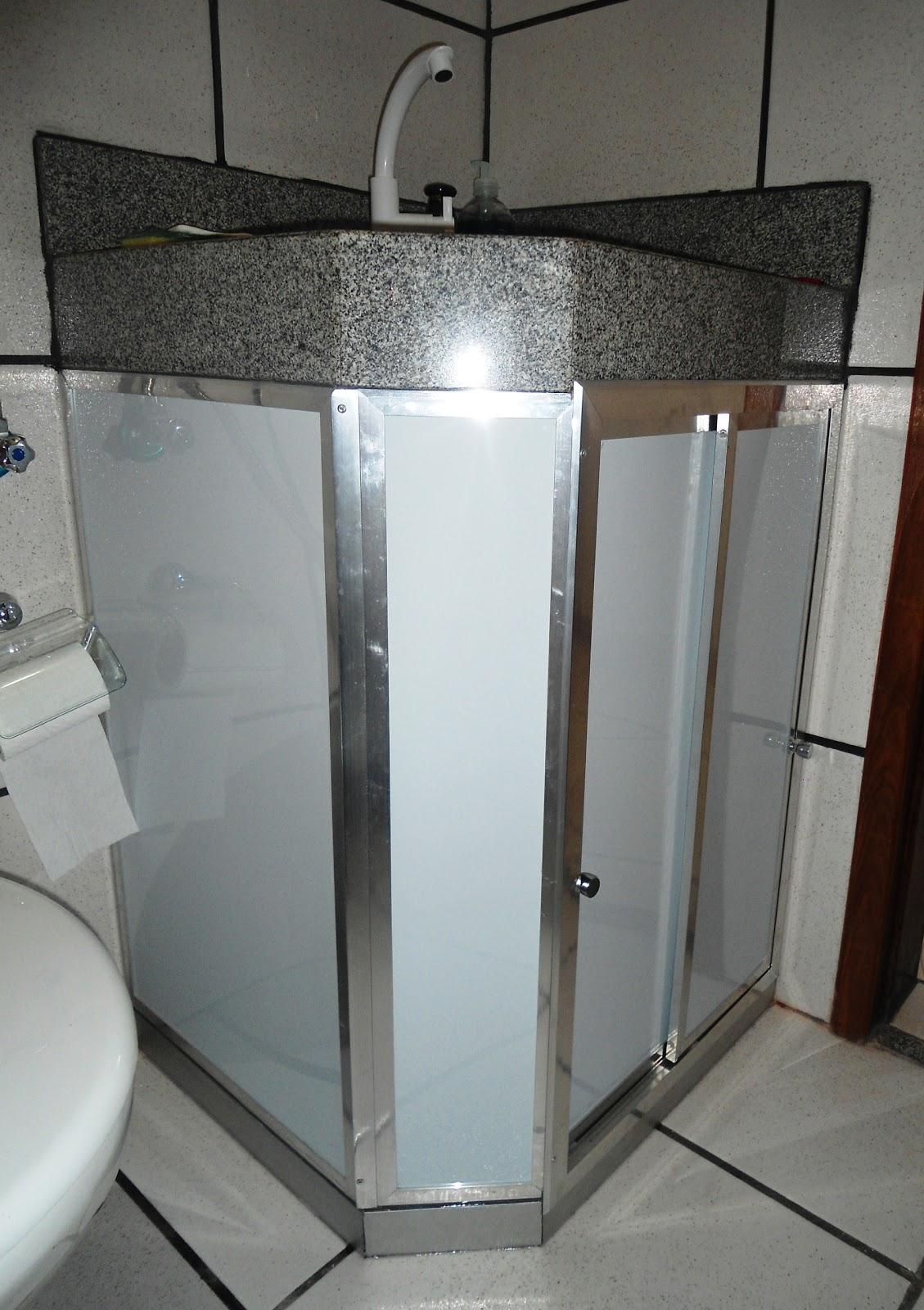 LR vidros temperado: Fechamento de pia de banheiro. #596E72 1129 1600
