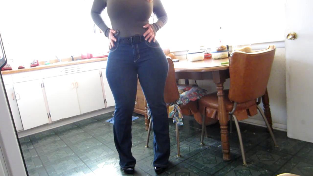 Фото в уских джинсах порно 24 фотография