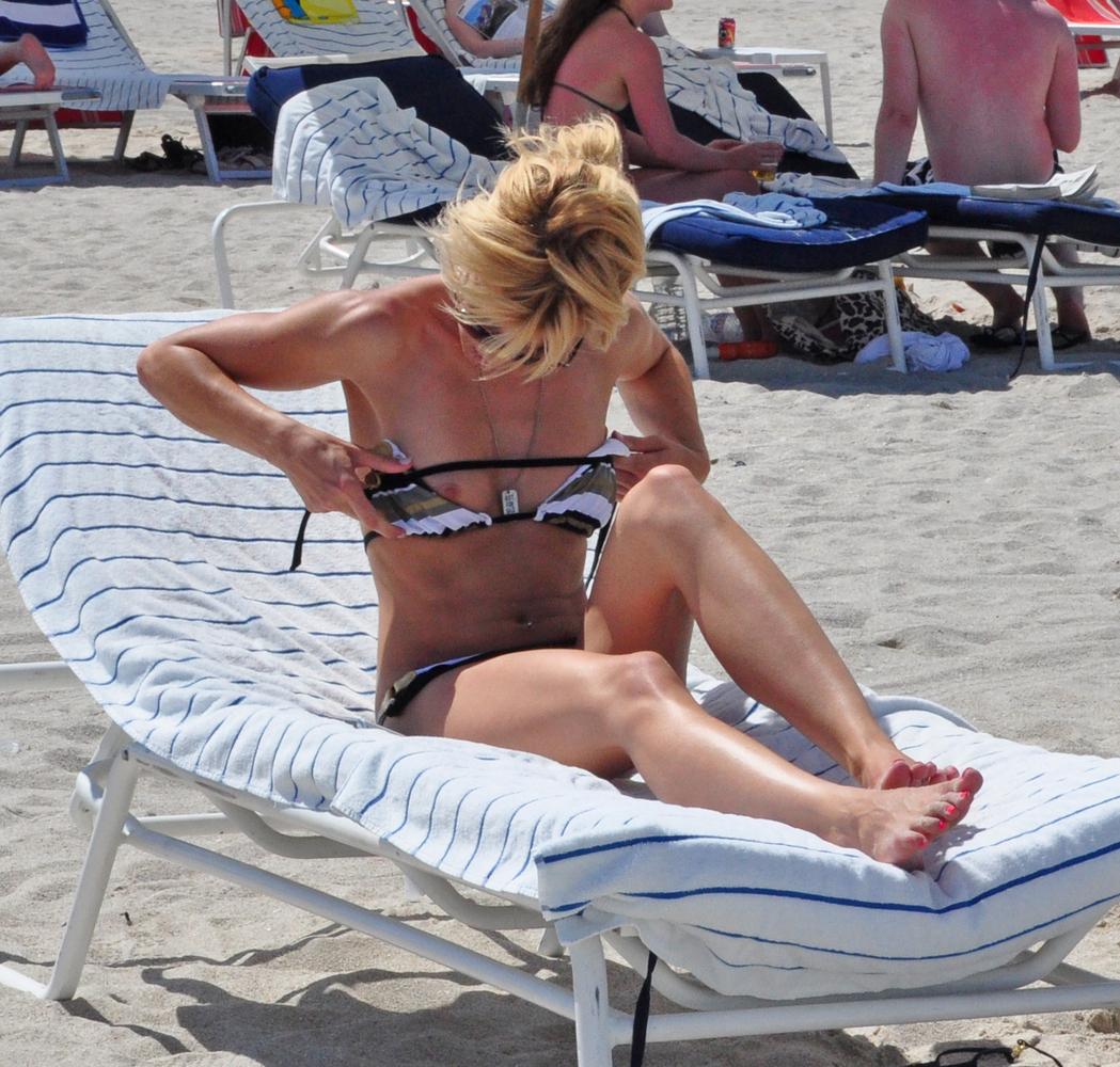 http://3.bp.blogspot.com/-elf0cuZERSc/UOaO_1FN8fI/AAAAAAAAP4g/OtpDYdcsqnY/s1600/12+Kate+Moss.jpg