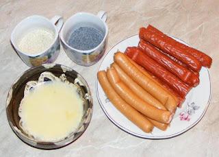 ingrediente necesare pentru prepararea de covridog sau crenvusti si carnaciori inveliti in aluat de casa, retete culinare, retete de mancare,