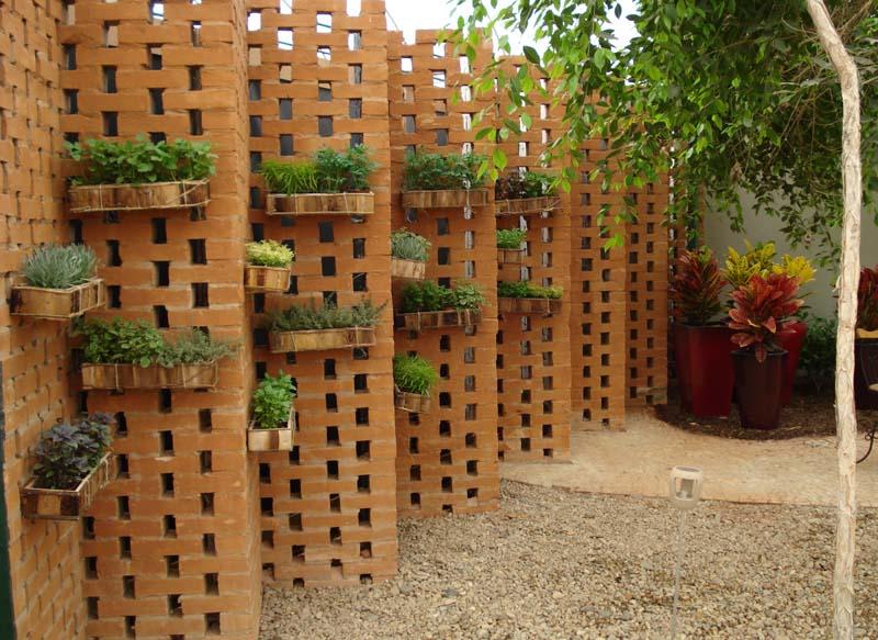 maria jardim horta vertical:Quintal da Compostagem: Horta vertical
