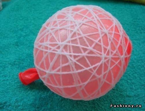 Как сделать игрушки из ниток и шариков