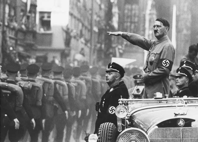 Adolf Hitler til nazi parade