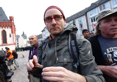 http://www.faz.net/aktuell/feuilleton/ein-pirat-zieht-sich-zurueck-ich-gehe-mein-ruecktritt-vom-amt-11809930.html?selectedTab=images&offset=0