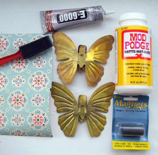 Make your own amazing up-cycled vintage wallpaper butterflies, by Mitzi's Miscellany, featured on http://www.ilovethatjunk.com/