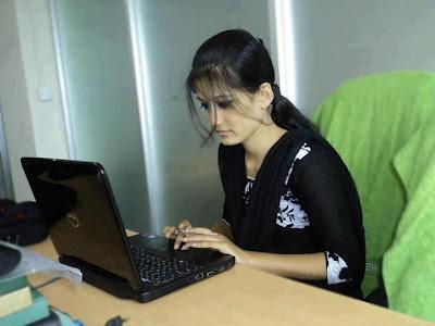http://3.bp.blogspot.com/-emE0PORQe78/UQ427pQkbnI/AAAAAAAABLM/IRmtJAyhHvU/s400/Asma-Chudrey-Beautiful-local-young-teen-girl-personal-office-photo.jpg