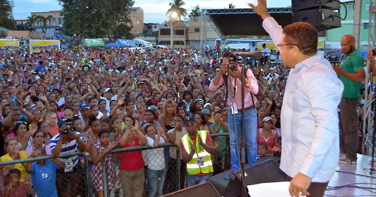 Monchy rodr guez concentra miles de madres para celebrar for Comedores baratos en santiago