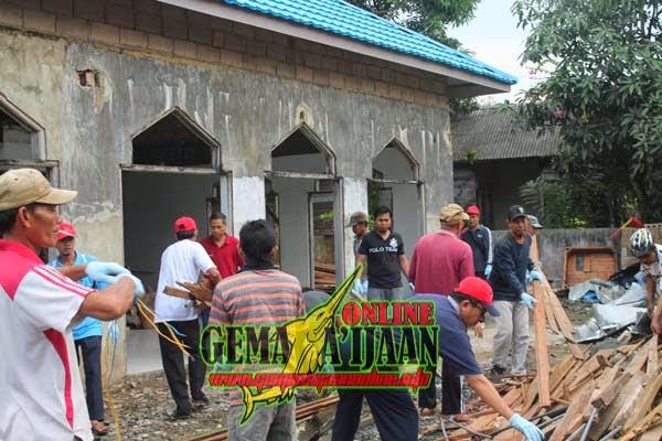 Indocement Bersih-Bersih Masjid