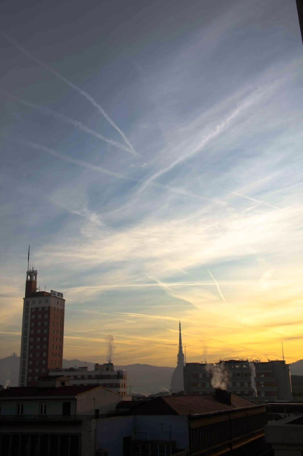 Torino (8 gennaio 2024): scie chimiche - foto Antonio Bassi