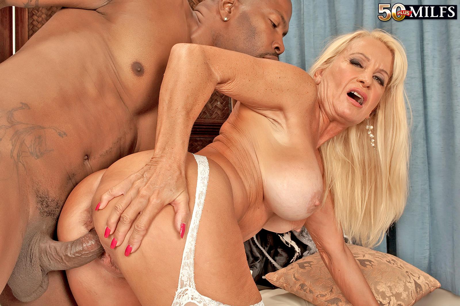 Секси мамочки за 50 порно ролики 11 фотография