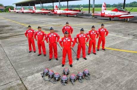 Profil dan Nama Unik Pilot Tim Aerobatik Jupiter: Condor Hingga Colibri
