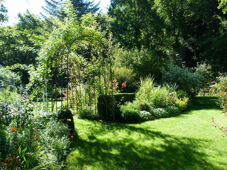 Les pins noirs visite de la partie ouest du jardin des for Jardin a visiter 78
