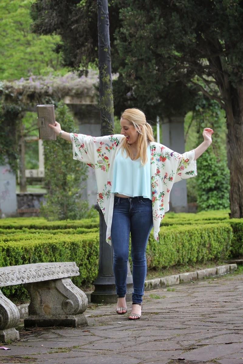 outfit_primavera-tendencias_2015-blog_moda_bilbao-kimono_flores-camiseta_turquesa