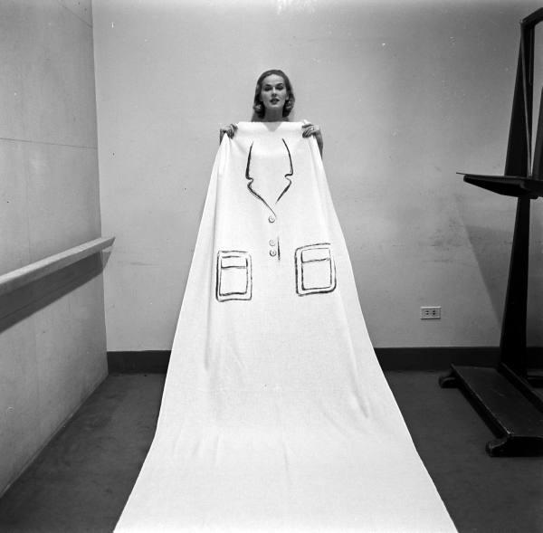 couture allure vintage fashion hermes trompe l 39 oeil dresses 1952. Black Bedroom Furniture Sets. Home Design Ideas