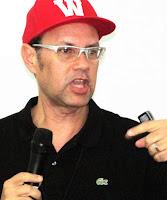 Conheça um pouco mais sobre Roberto Lopes
