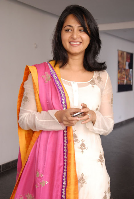 anushka new latest photos