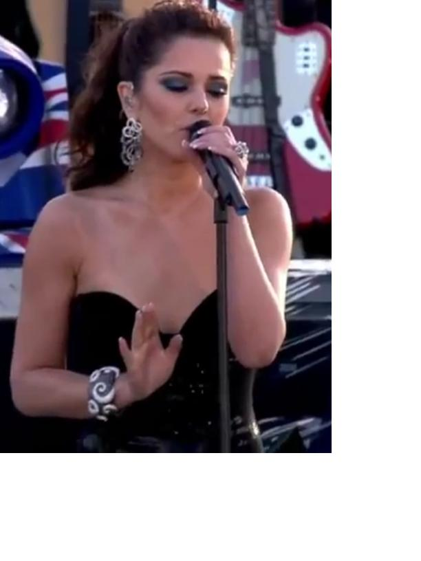 cheryl cole, diamond jubilee concert, blue smoky eye make up,