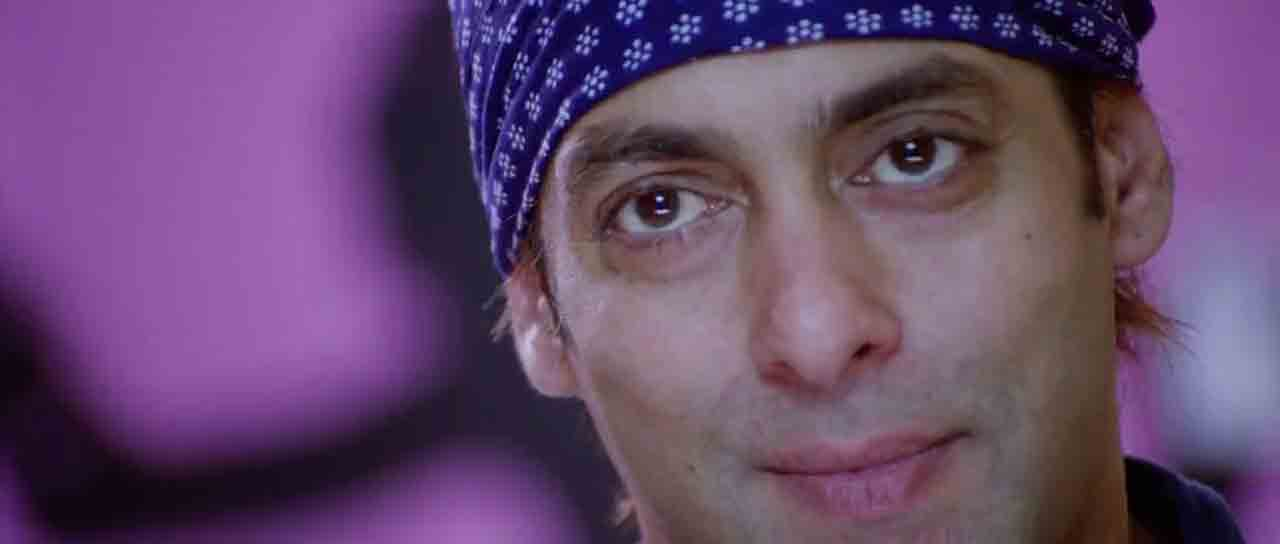 Screen Shot Of Hindi Movie Wanted (2009) Download And Watch Online Free at worldfree4u.com