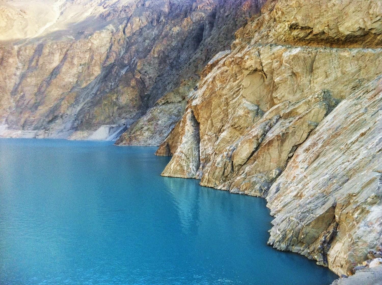 Attabad Lake (www.prettygloss.blogspot.com)