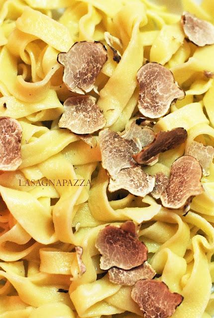 http://lasagnapazza.blogspot.it/2012/11/tagliatelle-al-tartufo-bianco-distria.html