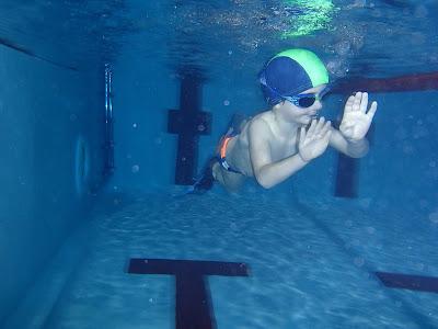 Dzieci w basenie, nauka pływania, pływanie z dzieckiem, basen Korona w Krakowie