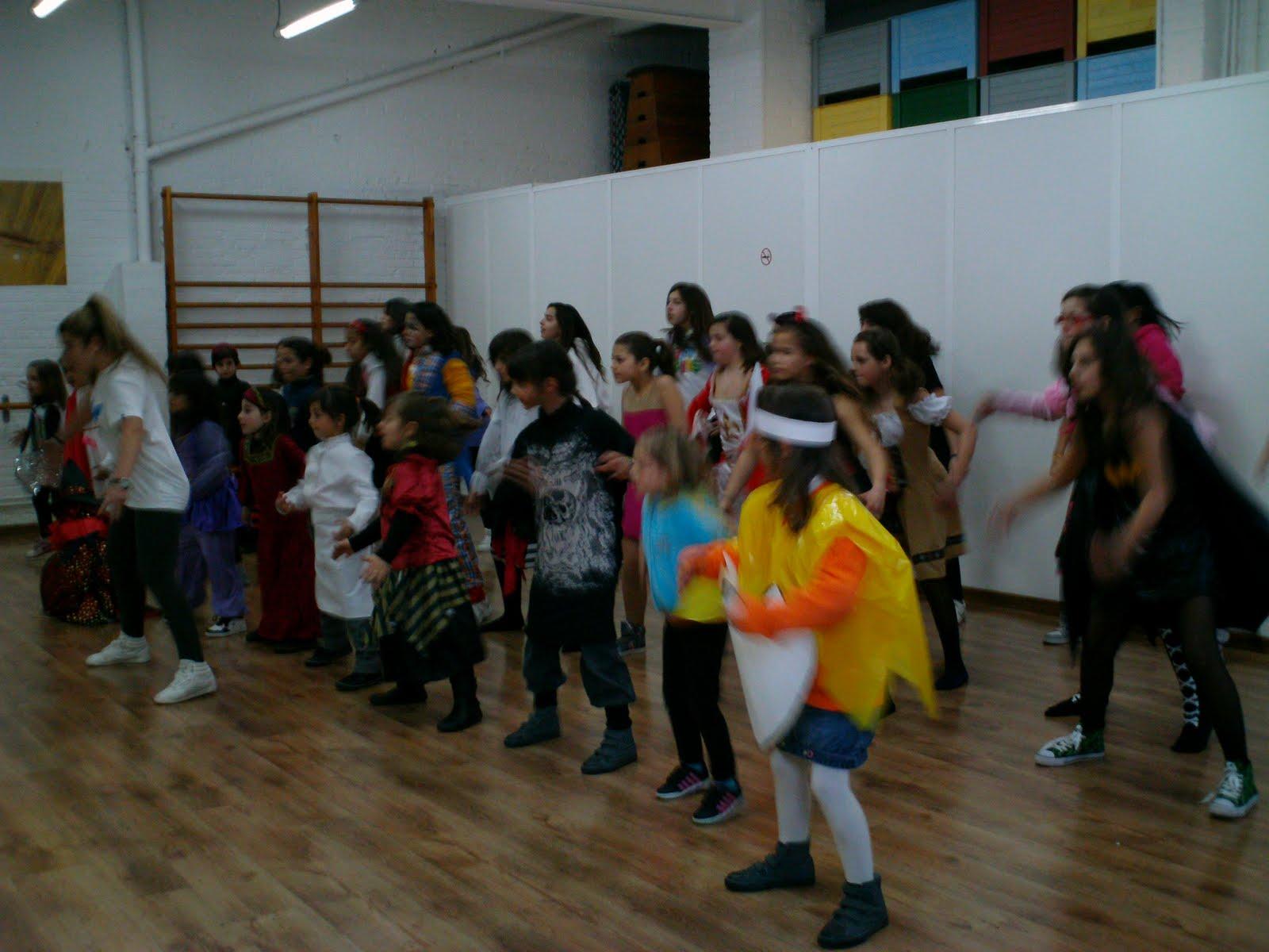 Escuela de danza y acrobacia gimnasio pir mide carnaval for Gimnasio hospitalet