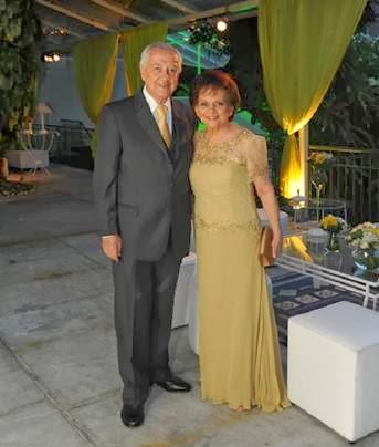 Vestidos e ternos para festa de 50 anos de casados