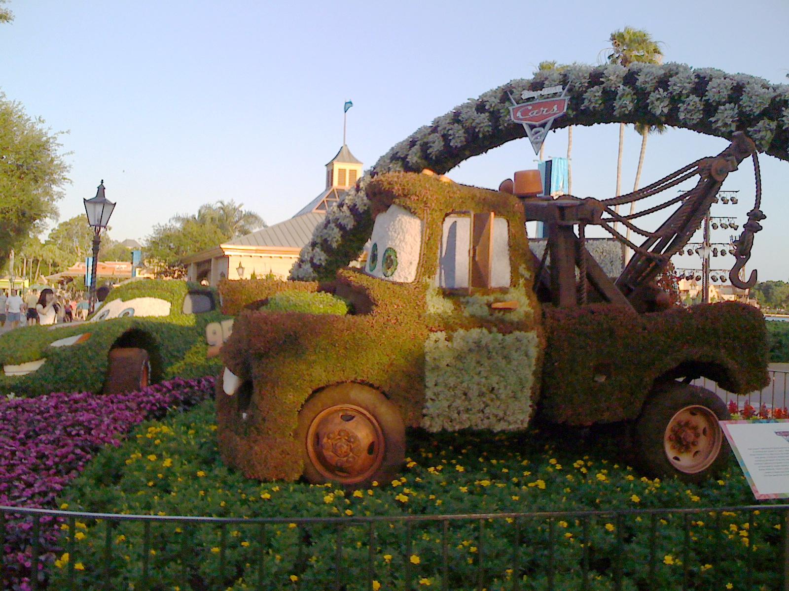 http://3.bp.blogspot.com/-eo-qbMHJ-ig/Tb8XDnjH5zI/AAAAAAAAADM/qLWfCgR6W1U/s1600/2011-05-01-DisneyCars2TopiaryTowTruck.jpg
