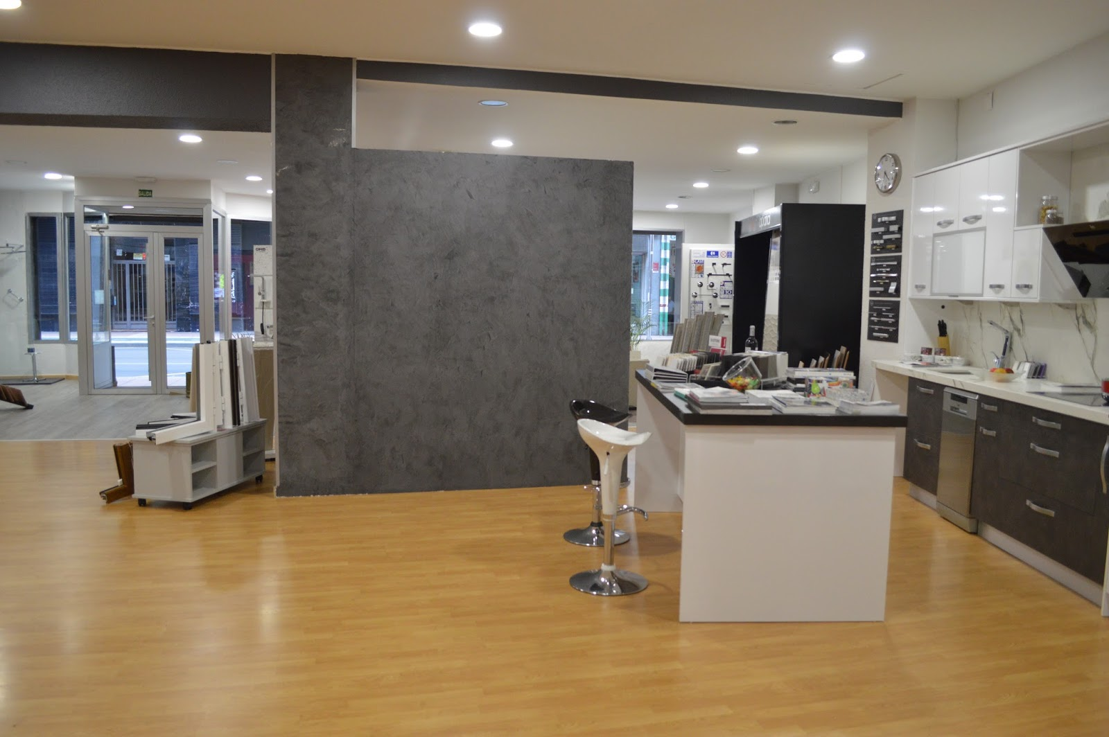 Capitel 90 nueva cocina en nuestro showroom - Cocinas con estuco ...