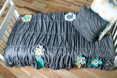Anthropologie Inspired Toddler Bed Comforter Tutorial