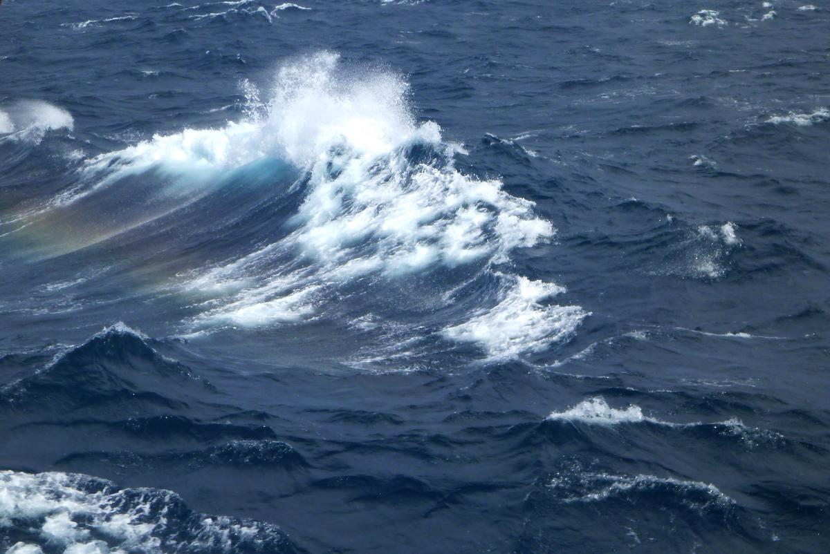 http://3.bp.blogspot.com/-eoGoAZQNR4I/TdvbIx2jkWI/AAAAAAAAAeE/ZhHGr8SSPYk/s1600/16+Ocean+TV+-+6+Rough+Sea.JPG