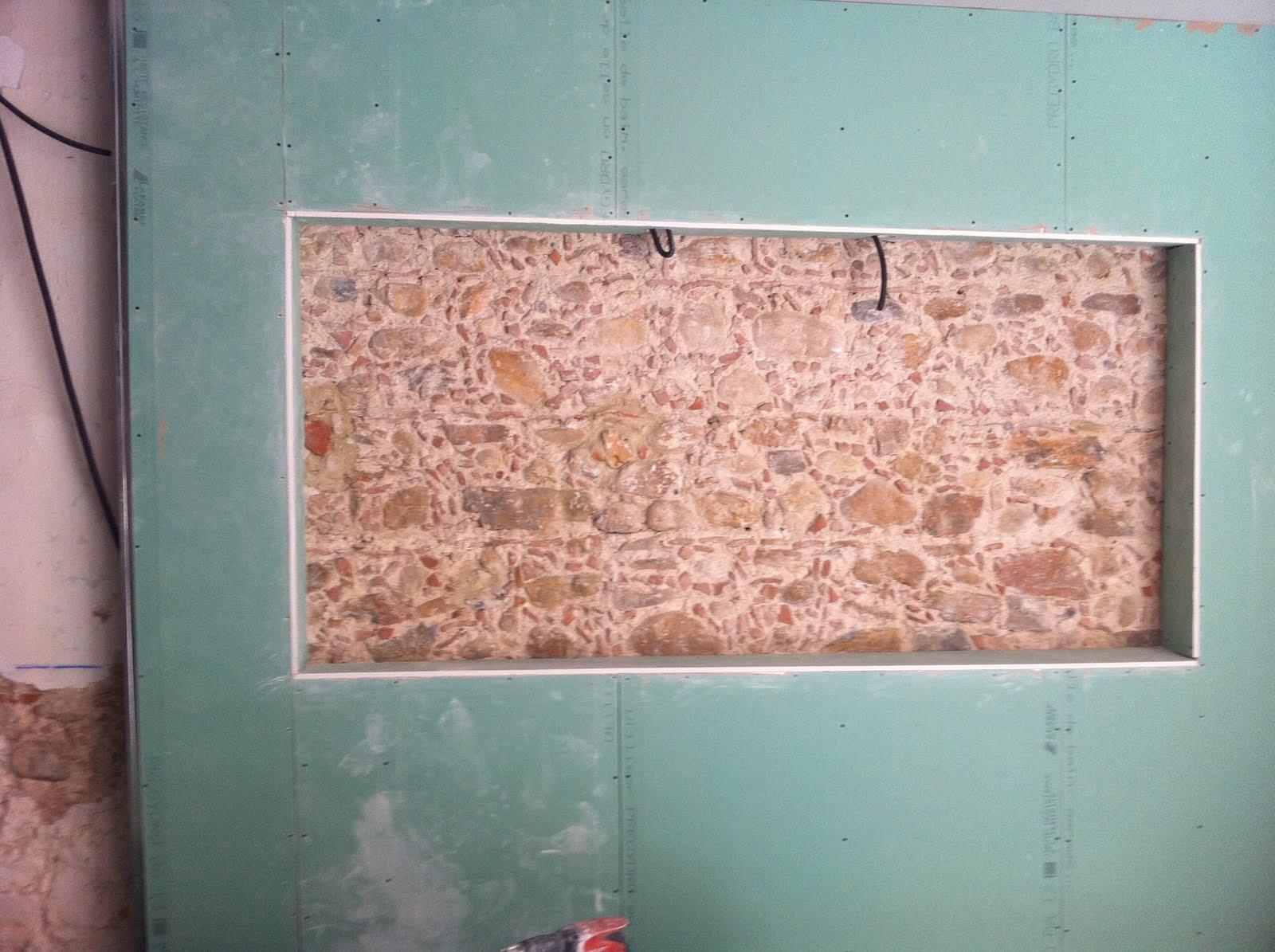 Mur en pi rres apparentes de la chambre - Mur pierres apparentes ...