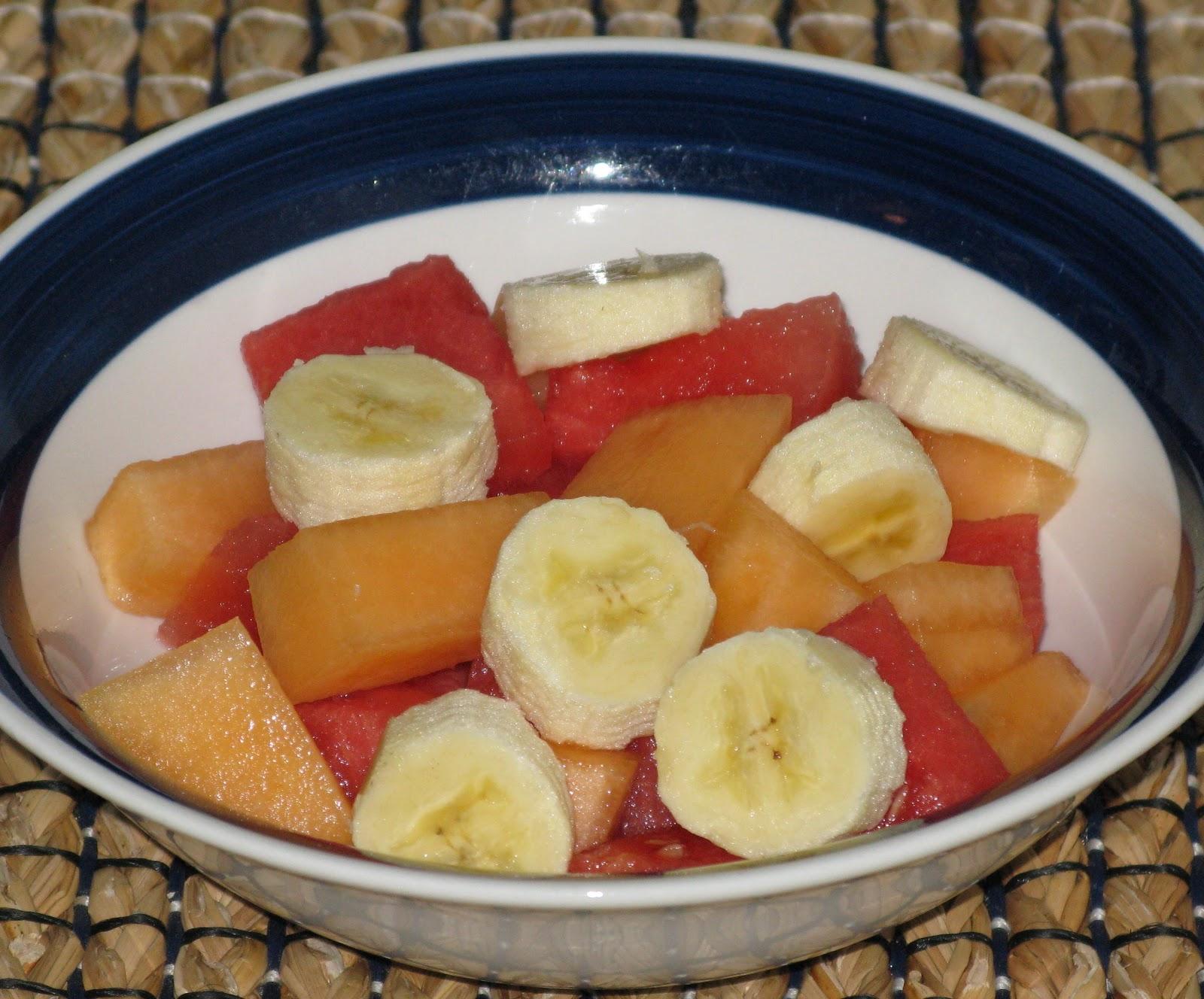 Cocina y recetas de venezuela en la casita de maribri ensalada de frutas gelatina con ensalada - Como hacer coctel de frutas ...