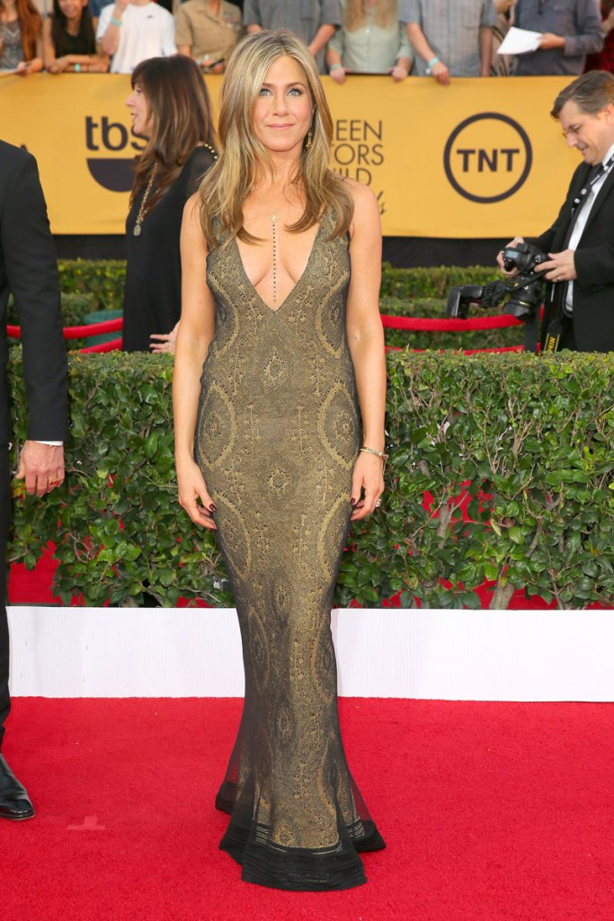 Jennifer Aniston in Vintage John Galliano, SAG Awards 2015, Best dressed, Trending, Red carpet divas, Fashion, Fashion divas, Style statement, Award shows, Red Carpet fashion, Red alice rao, redalicerao, Fashion blog, Leading fashion blog, Pakistan