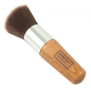 Co to są kosmetyki mineralne do makijażu i jak je używać?