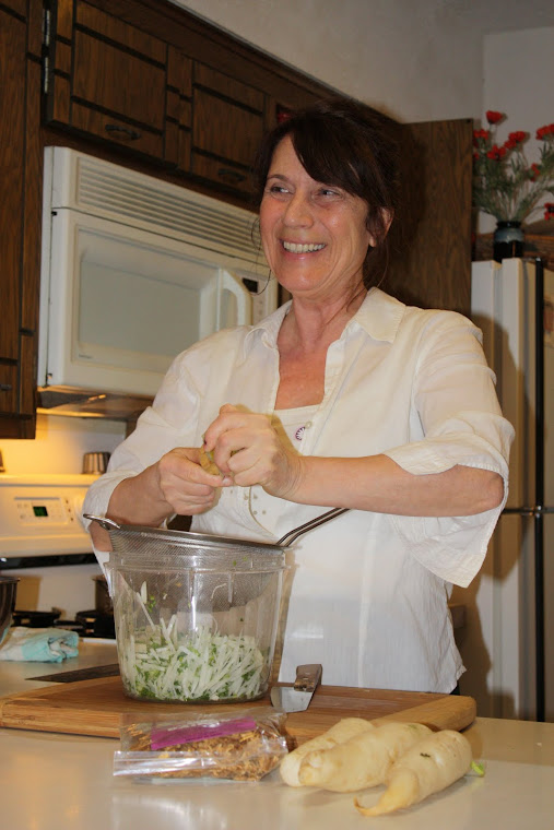 Gabriele is making a pressed salad