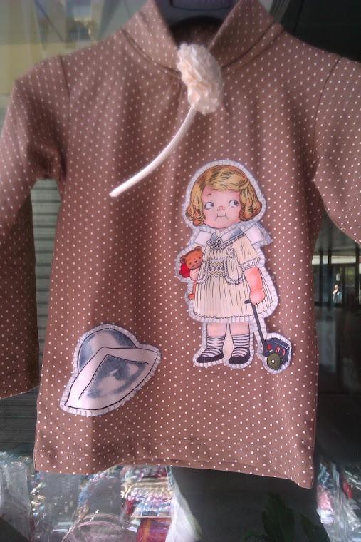 Camisetas de lunares, cuello vuelto y con botones detrás