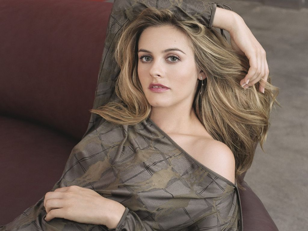 Alicia Silverstone Hot Photo