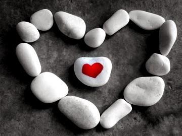 Xem bói khác Xem bói tình yêu: Hình xăm trái tim mách lẻo chuyện tình cảm